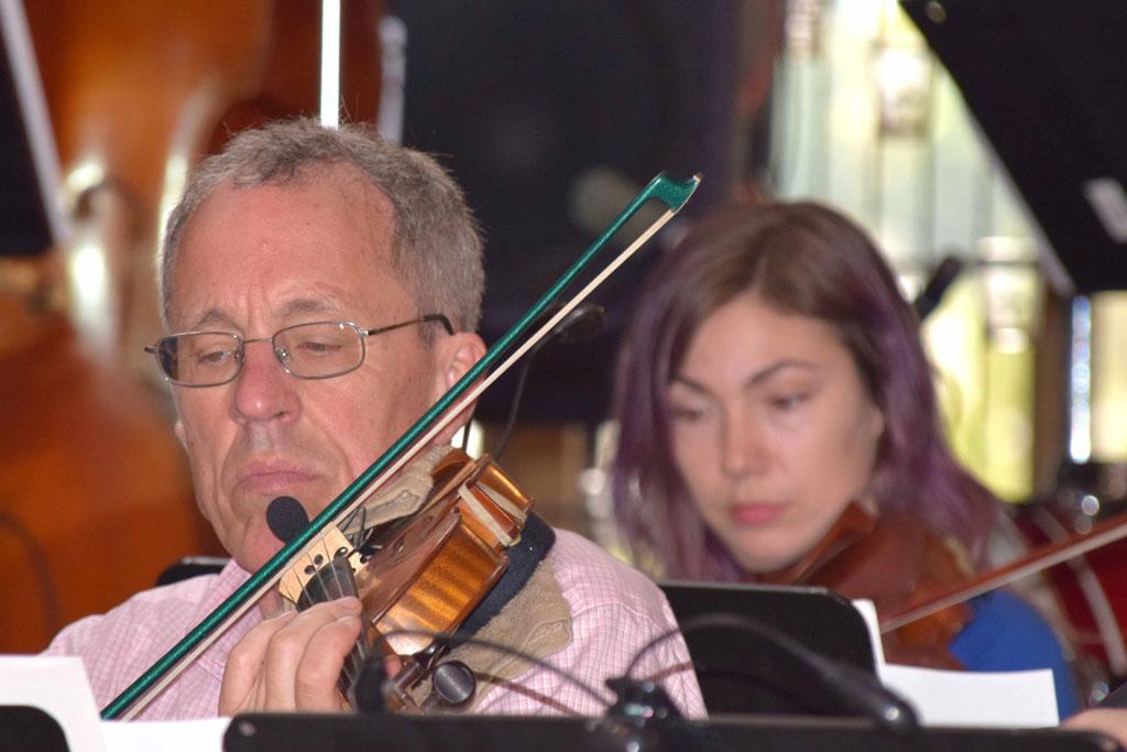 Tom Dziekonski and Jessica Jasper viola